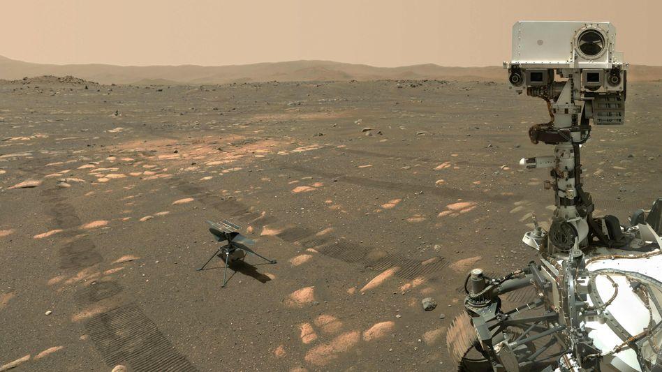 Marsroboter »Perseverance« (re.) mit Minihelikopter »Ingenuity« vor dem historischen Flug