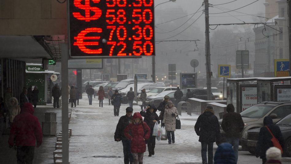 Wechselkurs-Anzeige in Moskau: Ein Euro kostet 72 Rubel