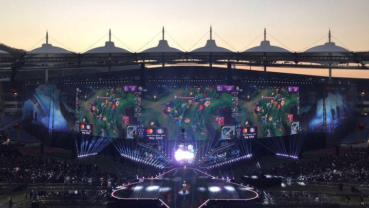 WM-Finale League of Legends: Tastaturen, Kostüme und Couple Lounge
