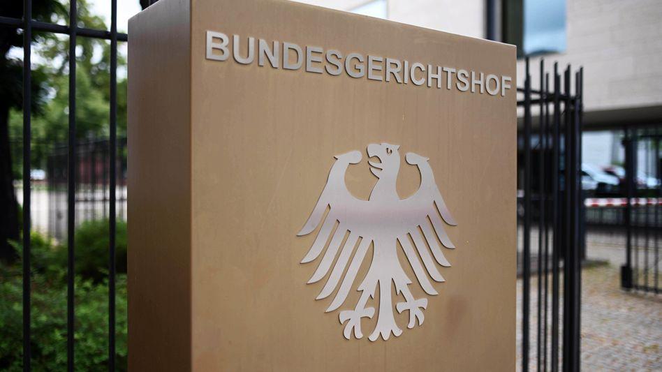 Hinweisschild vor dem Bundesgerichtshof in Karlsruhe (Archivbild)