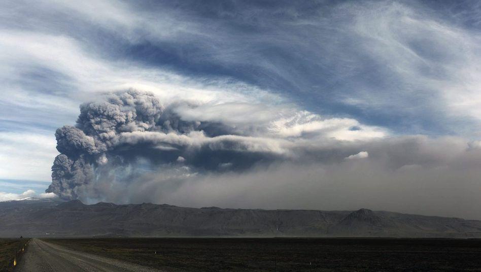 Vulkanausbruch auf Island: Manchmal bricht sich auch die Gewalt auf der Insel Bahn.