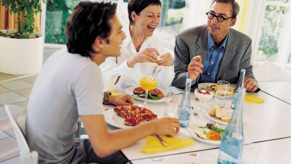 Gemeinsames Essen: Fast überall gibt es jeden Tag Fleisch