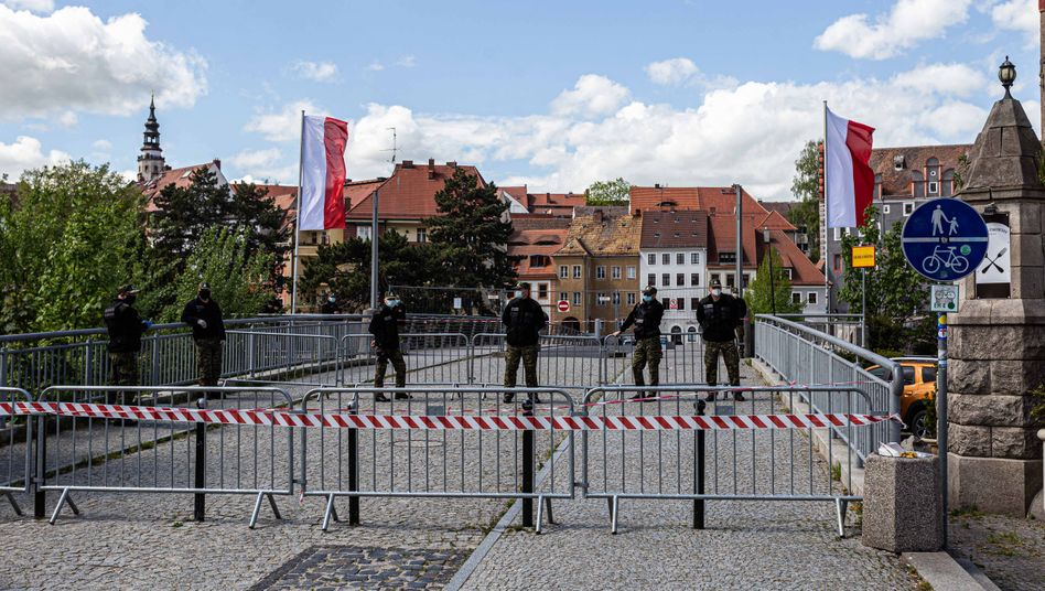 Deutsch-polnische Grenze in Zgorzelec/ Görlitz (am 1. Mai): Wegerisiko liegt bei den Arbeitnehmern