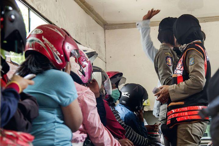 In Surabaya wurden unverheiratete Paare in Hotels festgenommen