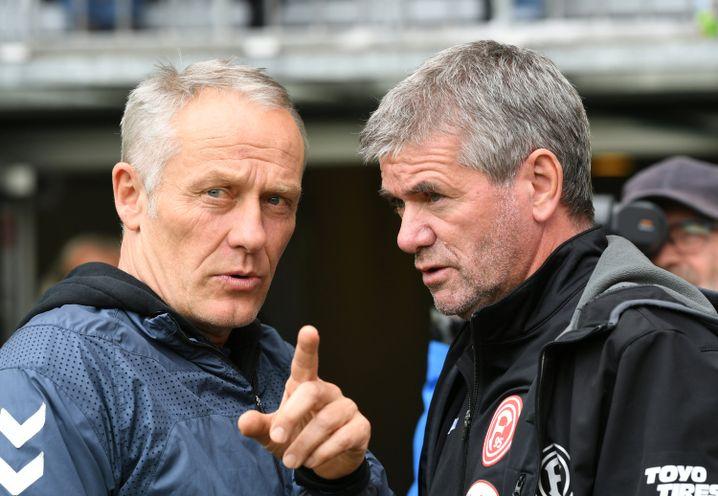 Freiburgs Trainer Christian Streich (l.) und Fortuna Düsseldorfs Coach Friedhelm Funkel