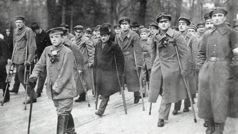 Heer der Humpelnden: Demonstration von Kriegsinvaliden im Jahr 1919