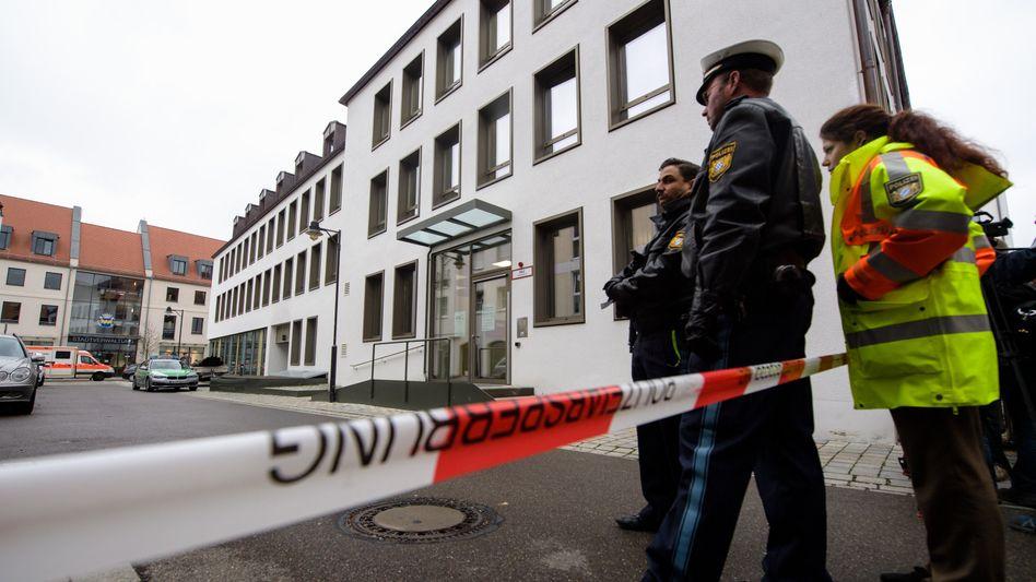 Polizeieinsatz vor dem Landratsamt in Pfaffenhofen an der Ilm