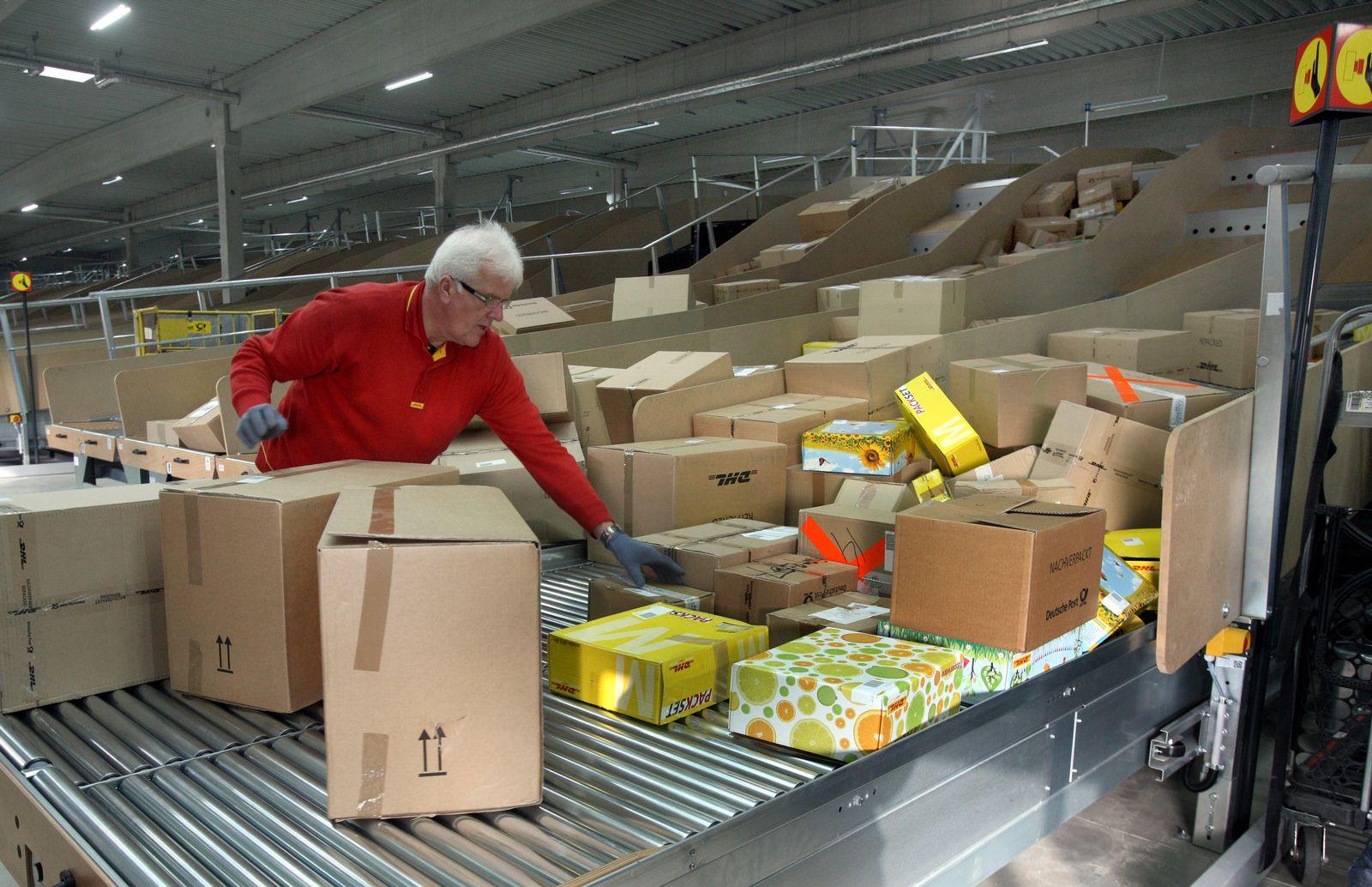 Deutsche Post stellt neue Paketverteilanlage vor
