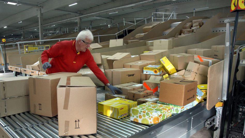"""Sistema di distribuzione pacchi di Deutsche Post a Braunschweig (immagine simbolo): """"I diritti non vanno persi in caratteri piccoli"""""""