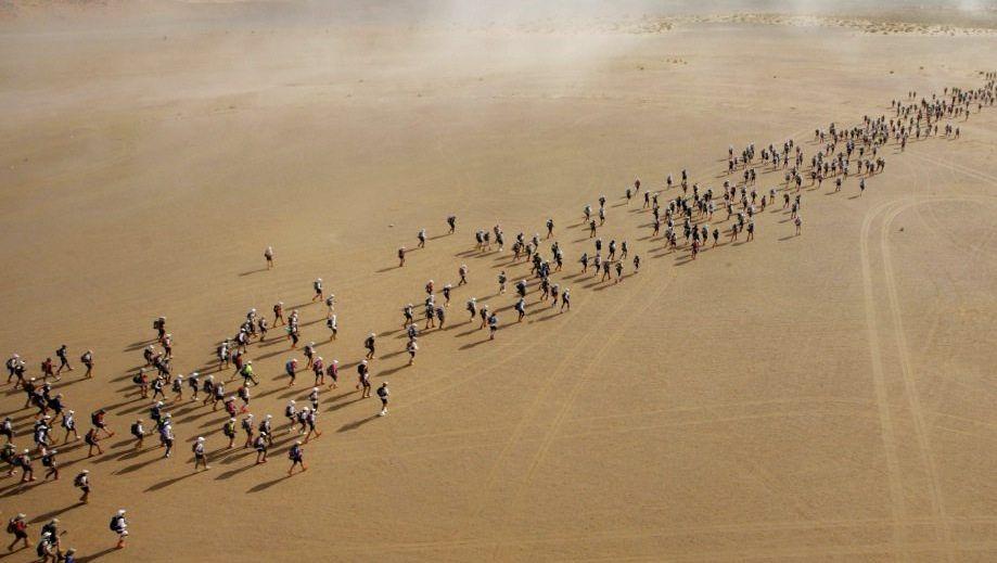 Läufer beim Marathon des Sables in Marokko