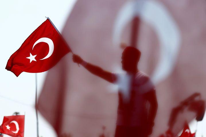 """Demonstration türkischer Nationalisten: """"Bist du eine von uns? Bist du eine von denen?"""""""