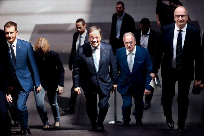 NRW-Ministerpräsident Armin Laschet mit seinen Kollegen aus dem Osten, unter anderem Reiner Haseloff