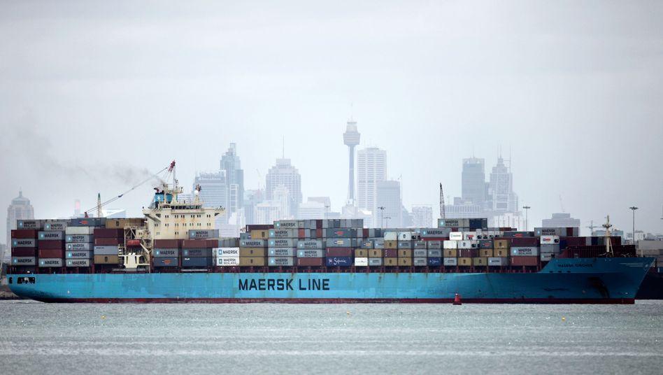 Frachter vor der Skyline von Sidney (Archiv)
