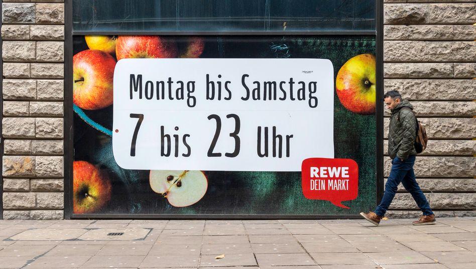Dabei bleibt es vorerst: Rewe und andere Supermarktketten lehnen eine Sonntagsöffnung ab