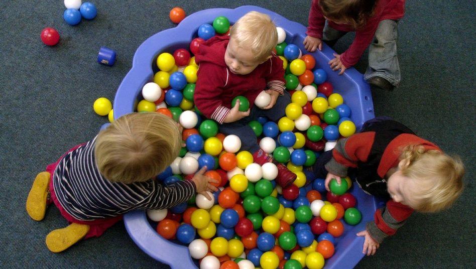 Kinder im Bällchenbad: NRW muss Kommunen Kosten für Kita-Ausbau erstatten