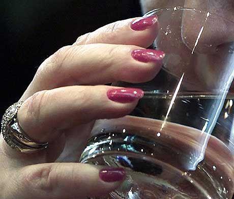 Fingernägel sind mit oder ohne Einnahme von Kalzium gleich stabil
