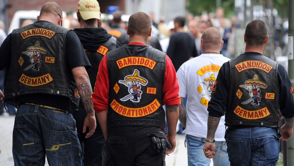 A number of Bandidos in Berlin have turned their back on their club and defected to the local Hell's Angels chapter. Police are worried about a fresh outbreak of violence.