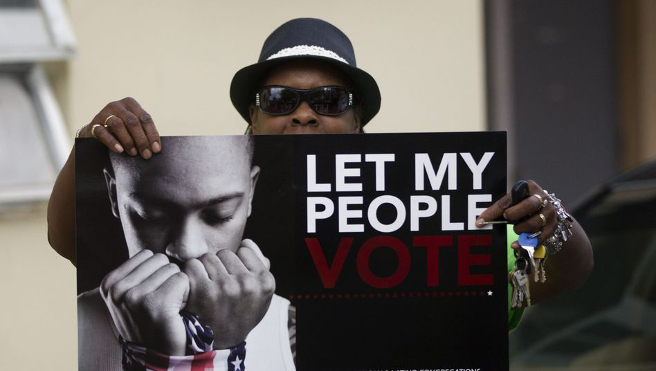 """Let my people vote"": Wählerin Betty James zeigt ein Protest-Plakat in Florida"