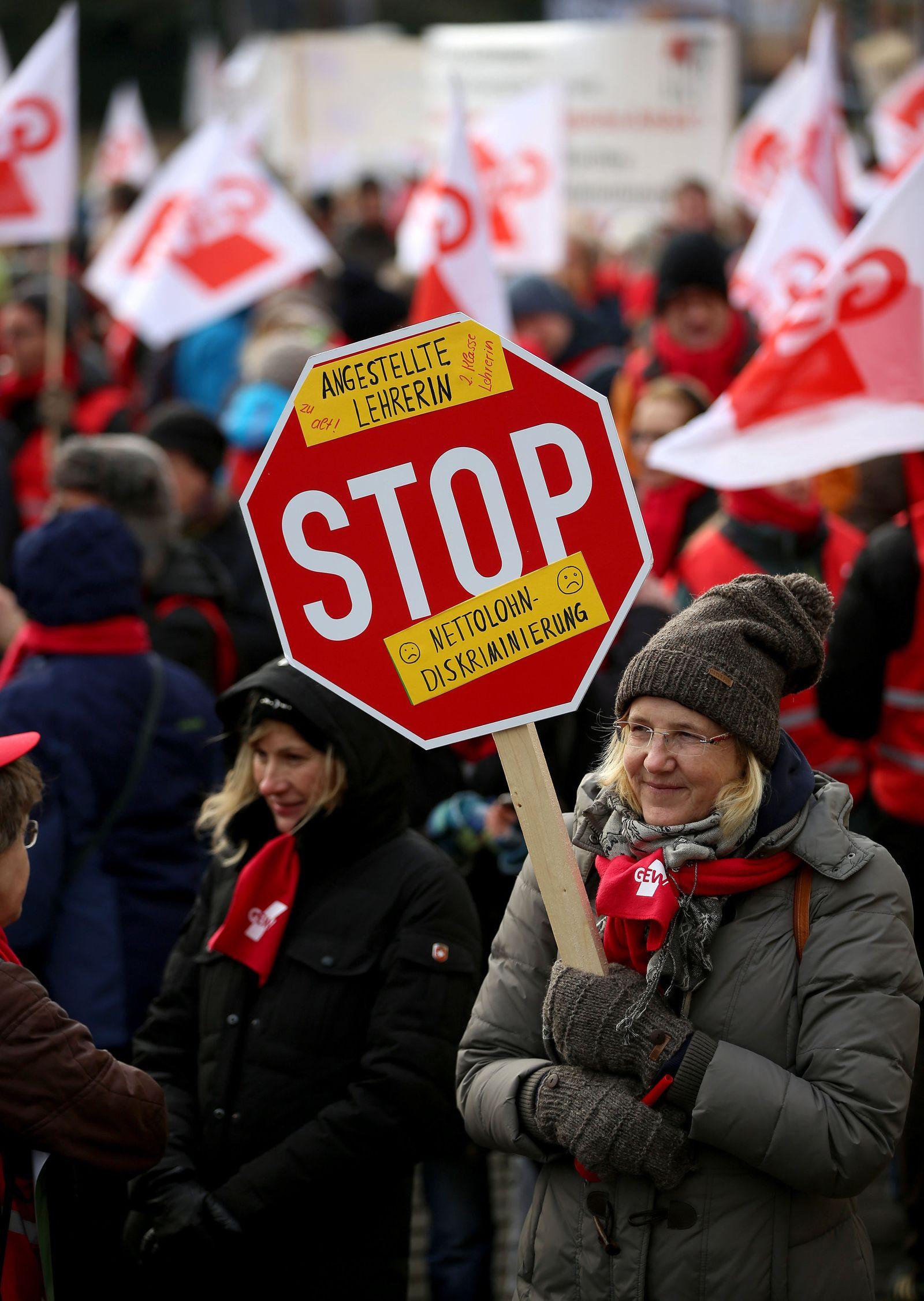 Warnstreiks der Gewerkschaft GEW