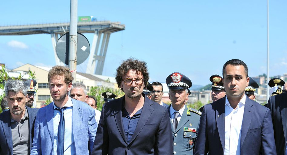 Premier Luigi Di Maio (r.) und Verkehrsminister Danilo Toninelli (M.)