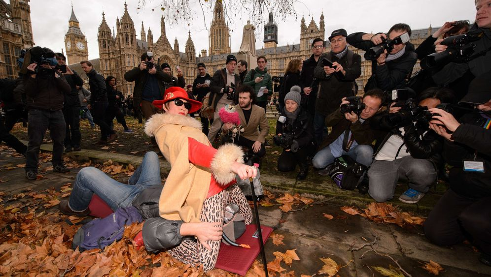 Protest in London: Der Facesitting-Sit-In