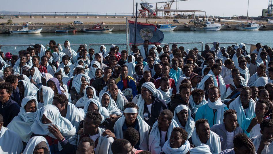 Flüchtlinge (im italienischen Hafen Crotone)