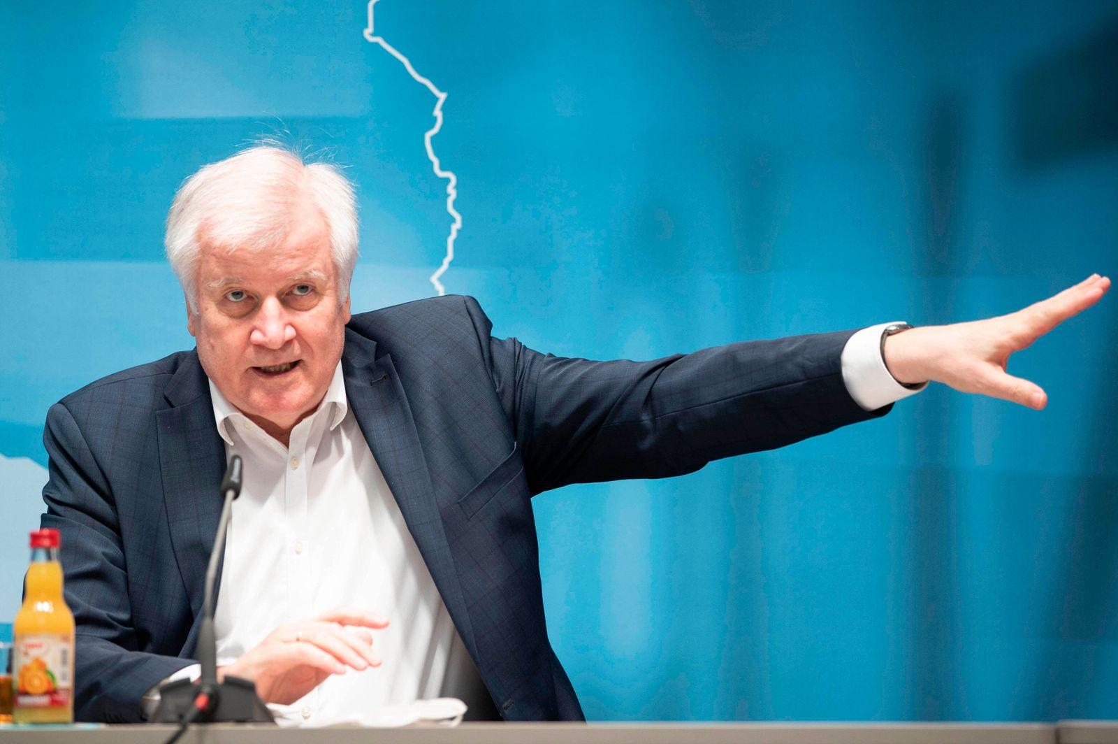 Horst Seehofer bei der Pressekonferenz zur Innenministerkonferenz Thüringen 2020 im ComCenter. Erfurt, 19.06.2020 *** H