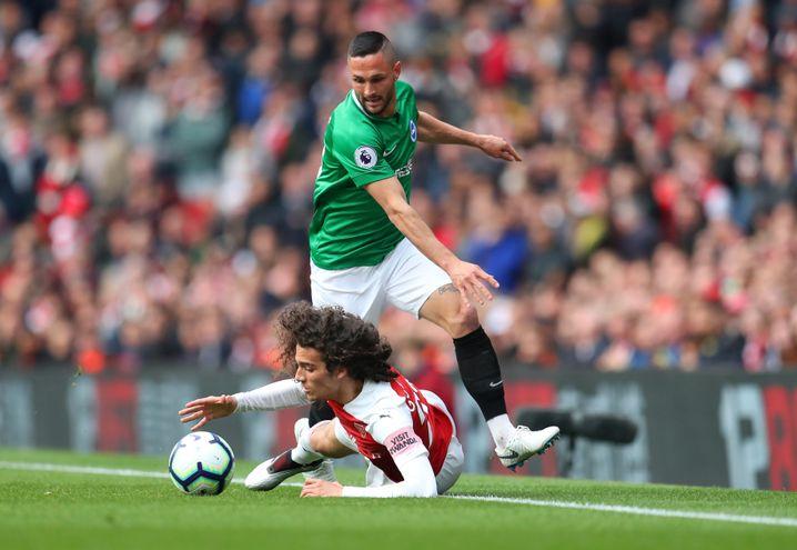 Symbolträchtiges Bild: Arsenals Mattéo Guendouzi liegt am Boden.