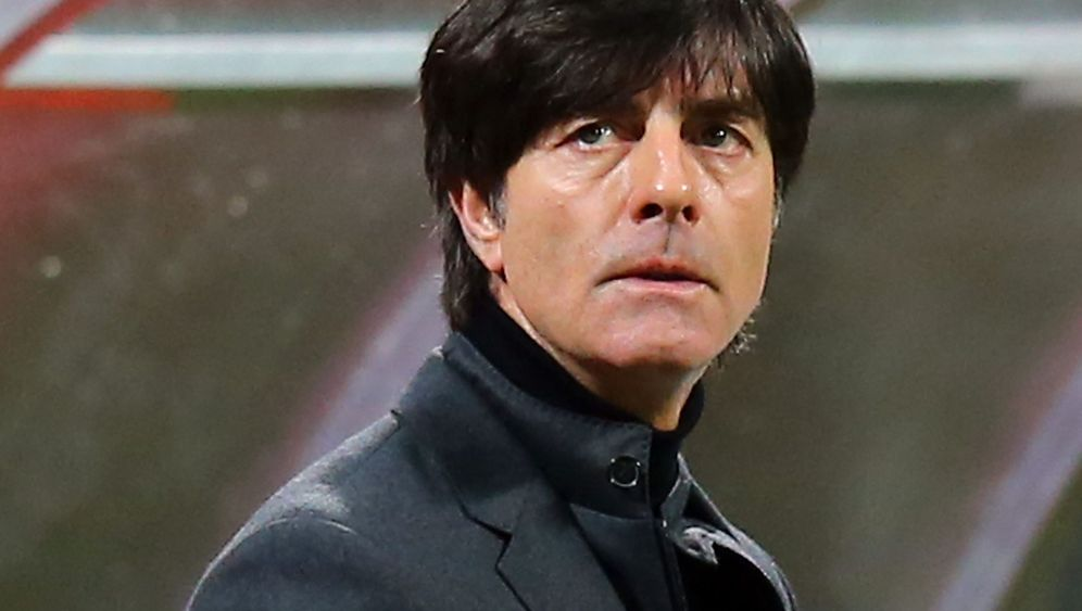 Italien gegen Deutschland: Pfostentreffer und Rudelbildung