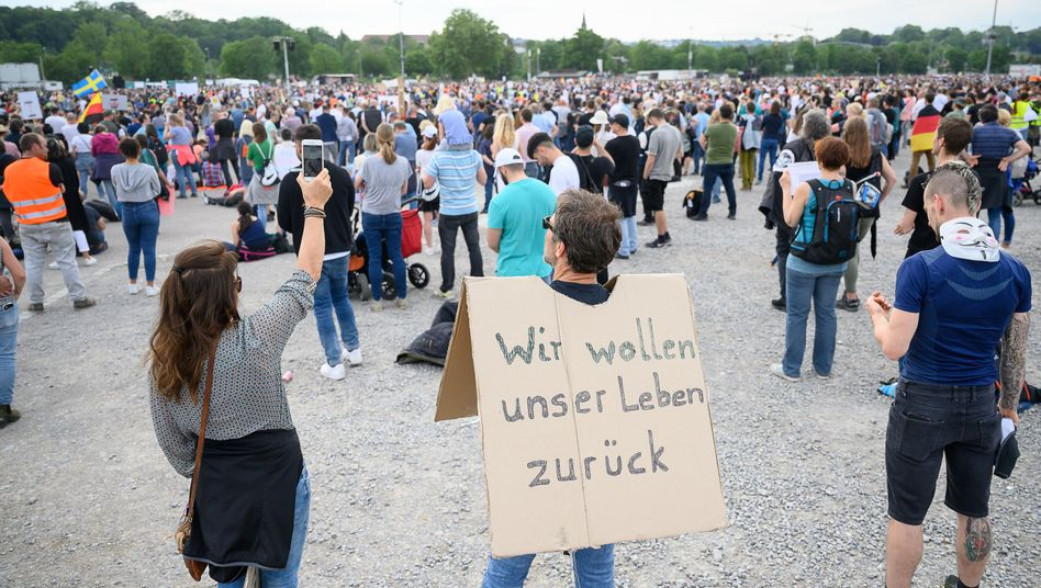 Proteste gegen Einschränkungen zur Eindämmung des Coronavirus in Stuttgart