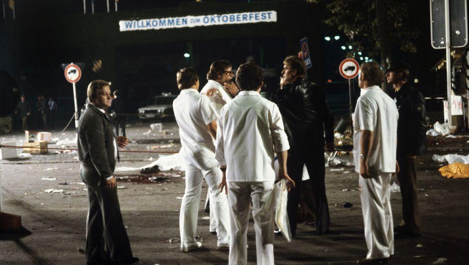 Spurensicherung am Tatort des Attentats, 26. September 1980