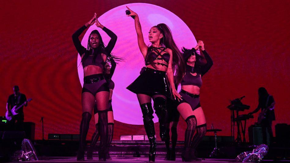 """Sängerin Grande bei """"Manchester Pride""""-Festival am Sonntag: Krisen nicht überspielen"""