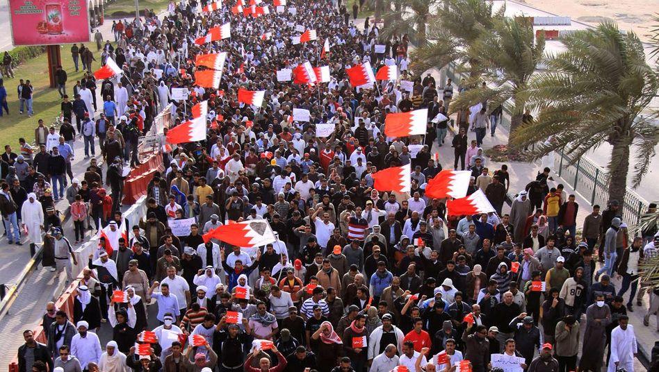 Unruhen in Bahrain: Polizei verjagt Demonstranten mit Panzern und Tränengas