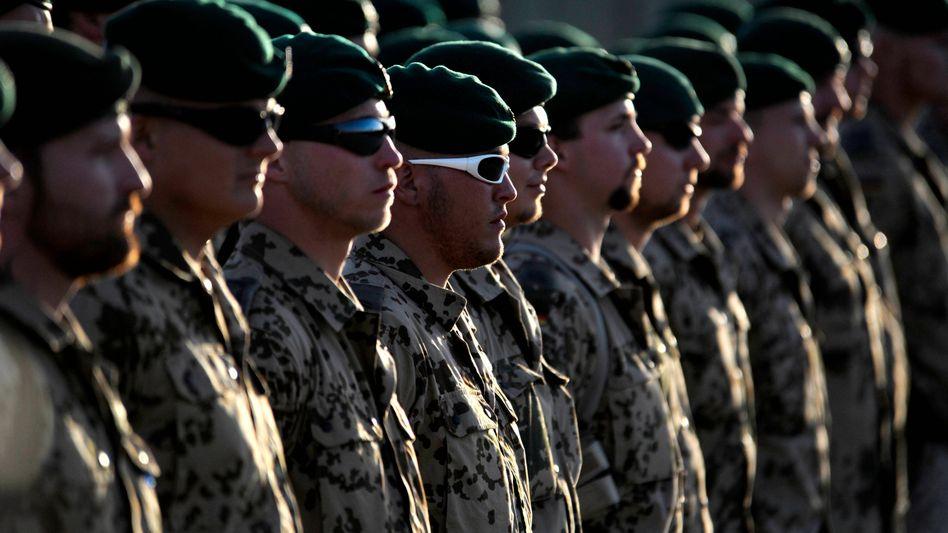 Bundeswehrsoldaten in Afghanistan: Keine Truppenreduzierung vor 2012