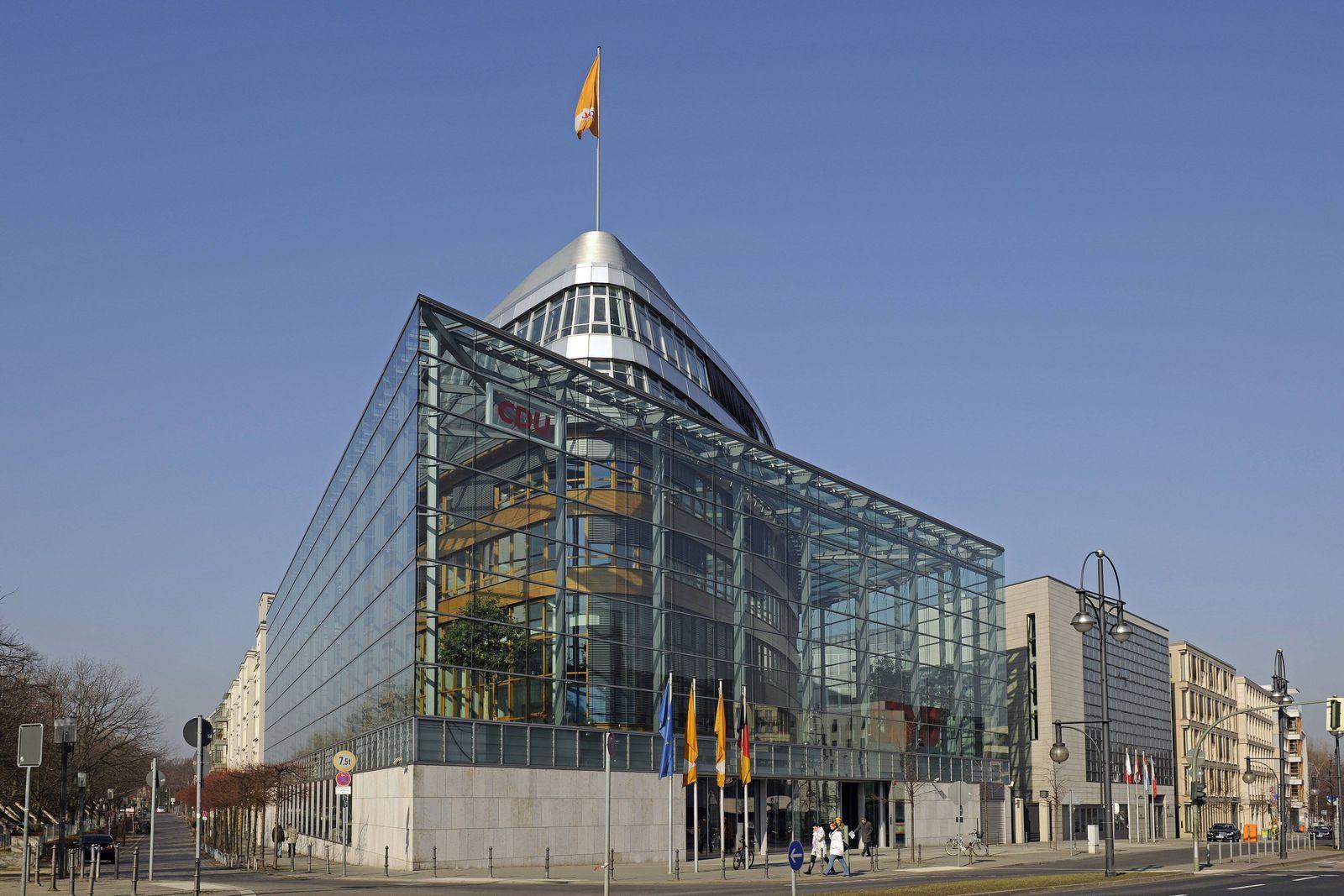 EINMALIGE VERWENDUNG Parteizentrale der CDU in Berlin, Konrad Adenauer Haus