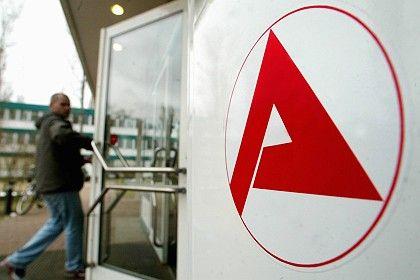 Logo der Arbeitsagentur: Ärger wegen Bespitzelungs-Paragrafen
