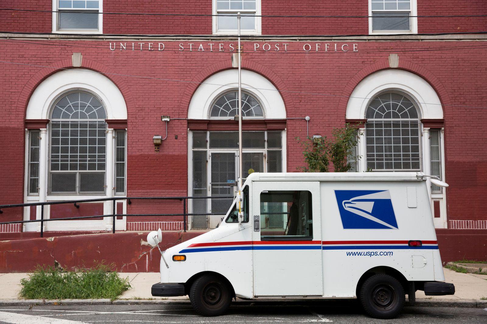 FILE PHOTO: A U.S. Postal Service (USPS) post office in Philadelphia