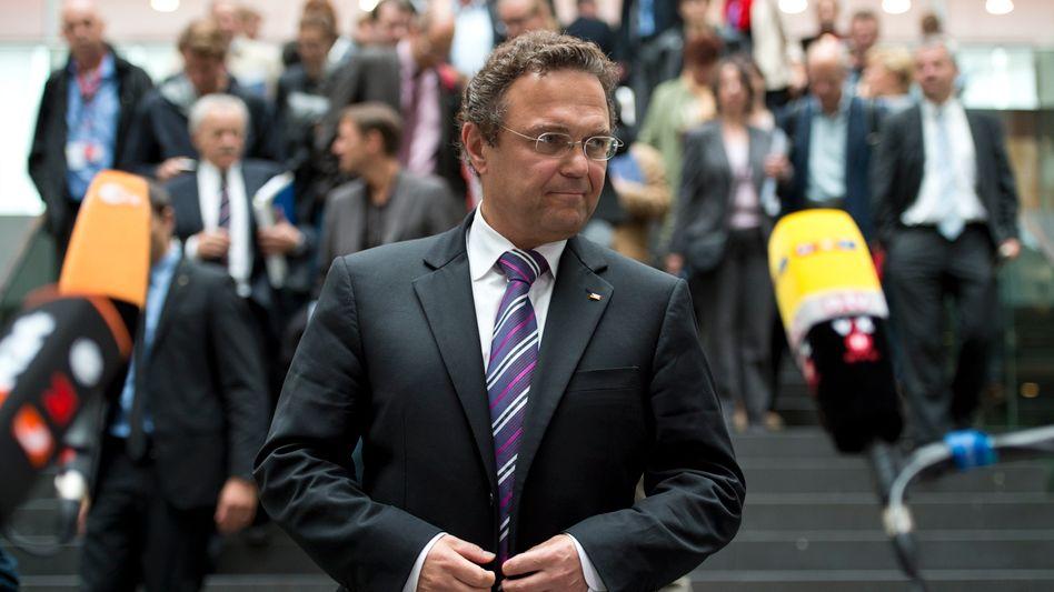 Innenminister Friedrich vor der Presse (Archivbild): Angriff auf die Pressefreiheit?