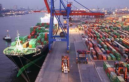 Containerterminal in Hamburg: Immer größere Flotten mit immer größeren Containern