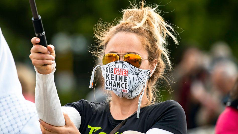 Ein Feindbild bei Protesten gegen Corona-Maßnahmen ist Bill Gates - der mit einer tödlichen Krankheit verglichen wird