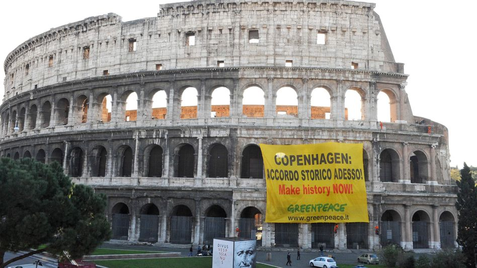 """Greenpeace activists unfurled a banner on the Colosseum in Rome on Wednesday: """"Copenhagen: Historical agreement now! Make history now!"""""""