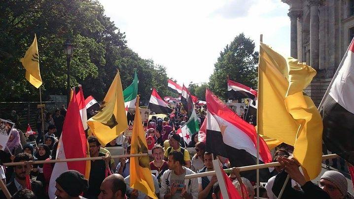"""Die """"Deutsch-Ägyptische Union für Demokratie"""" und andere Oppositionelle demonstrierten gegen Sisi in Berlin"""