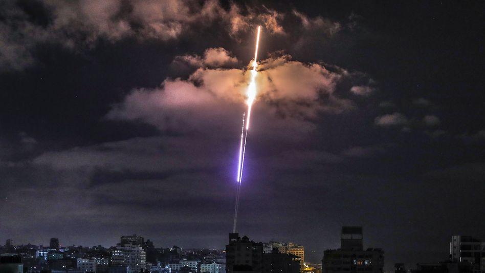 Rakete über Gaza-Stadt: Gefechte gehen in den zehnten Tag