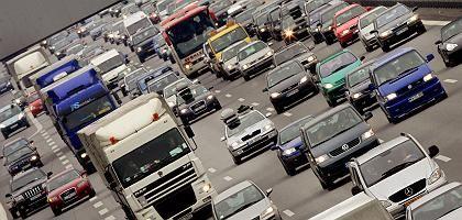 Autos auf der Autobahn: Die reine Besteuerung nach CO2 ist offenbar vom Tisch.