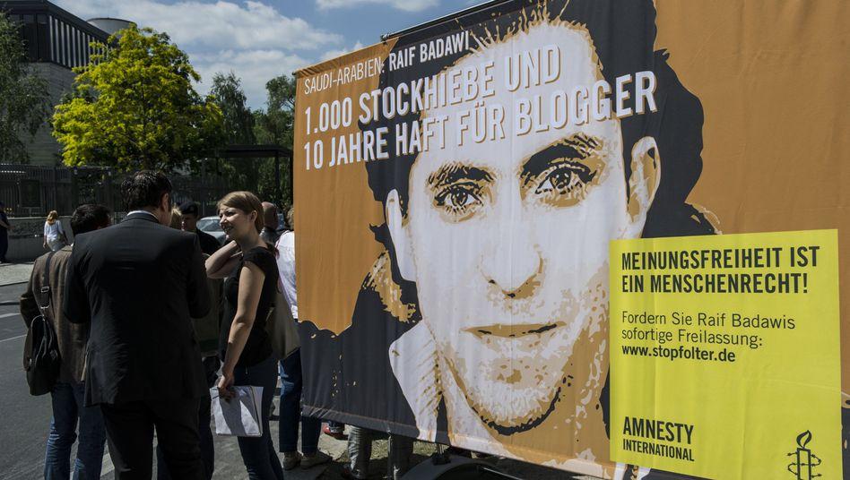 """Plakat für Badawi: """"Wir sind sehr besorgt"""""""