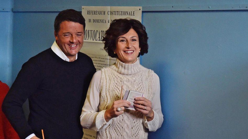 Matteo Renzi mit Ehefrau Agnese bei der Stimmabgabe