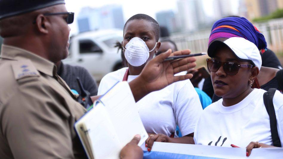 Demonstranten in Nairobi fordern bessere Schutzmaßnahmen gegen das Coronavirus