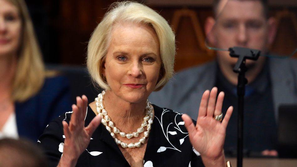 """Cindy McCain: Biden wird USA """"mit Würde"""" führen"""