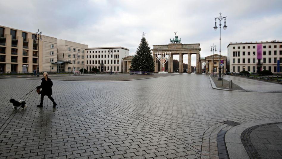 Menschenleer: Lockdown am Brandenburger Tor
