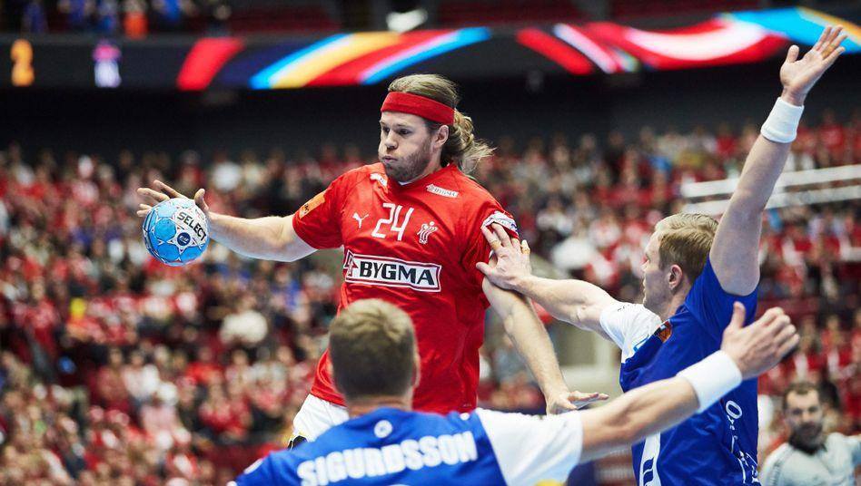 Mikkel Hansen war gegen Ungarn kein Faktor (das Foto zeigt ihn beim ersten Spiel gegen Island)